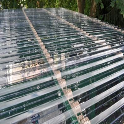 Навіс металевий вид зверху з монолітного профільованого хвилястого полікарбонату